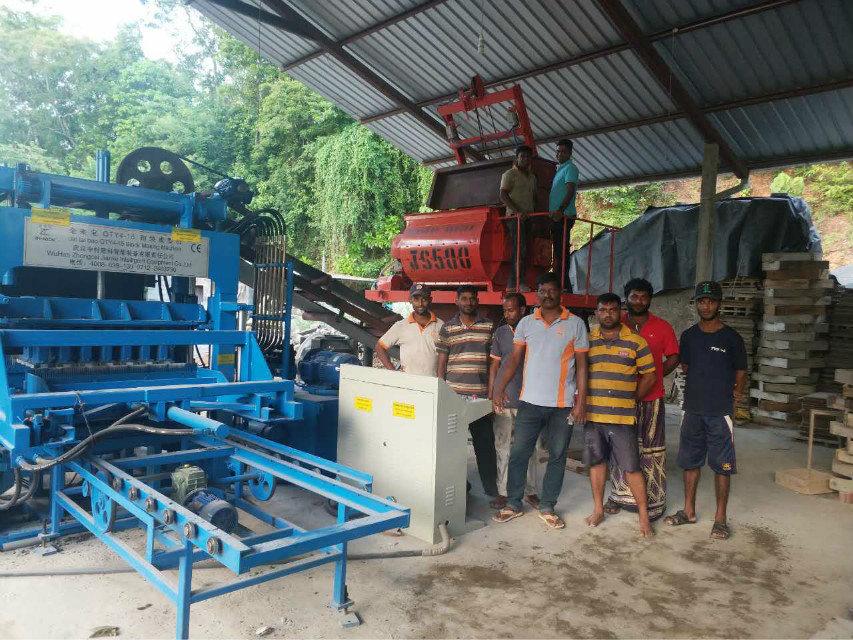 Máquina del bloque QTY4-15 en Sri Lanka (4)