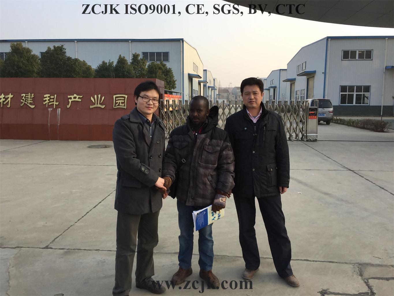 Cliente 20160115 de Uganda de la máquina del ladrillo de ZCJK (4)