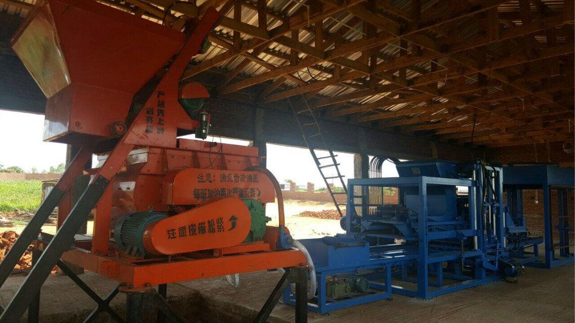 Línea completamente automática de la máquina QTY6-15 que trabaja en Malawi