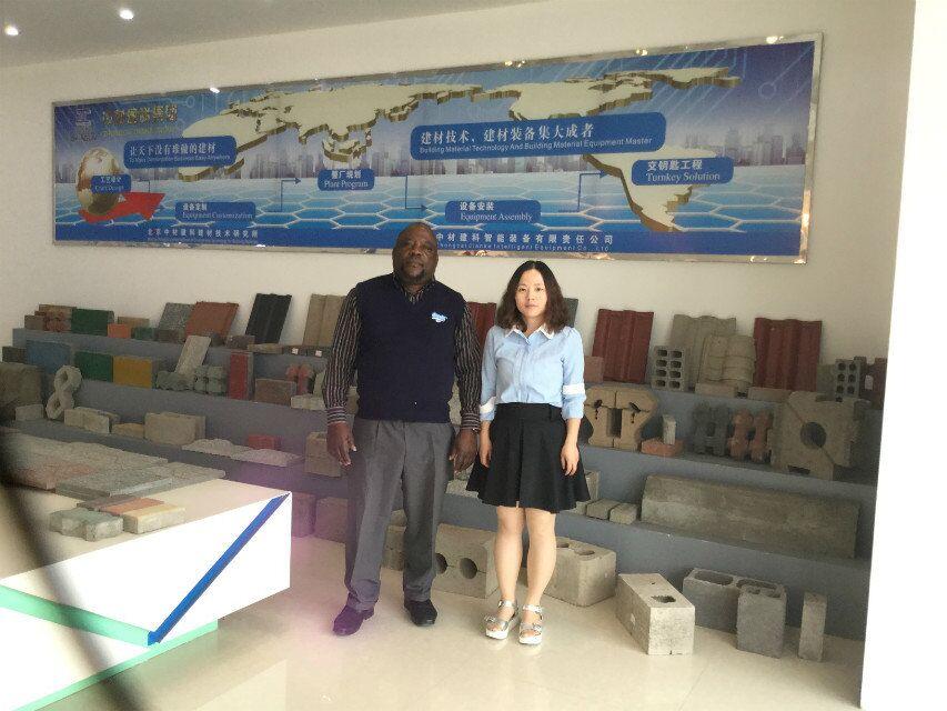 El agente de Malawi de la máquina de ZCJK visitó la fábrica de ZCJK antes