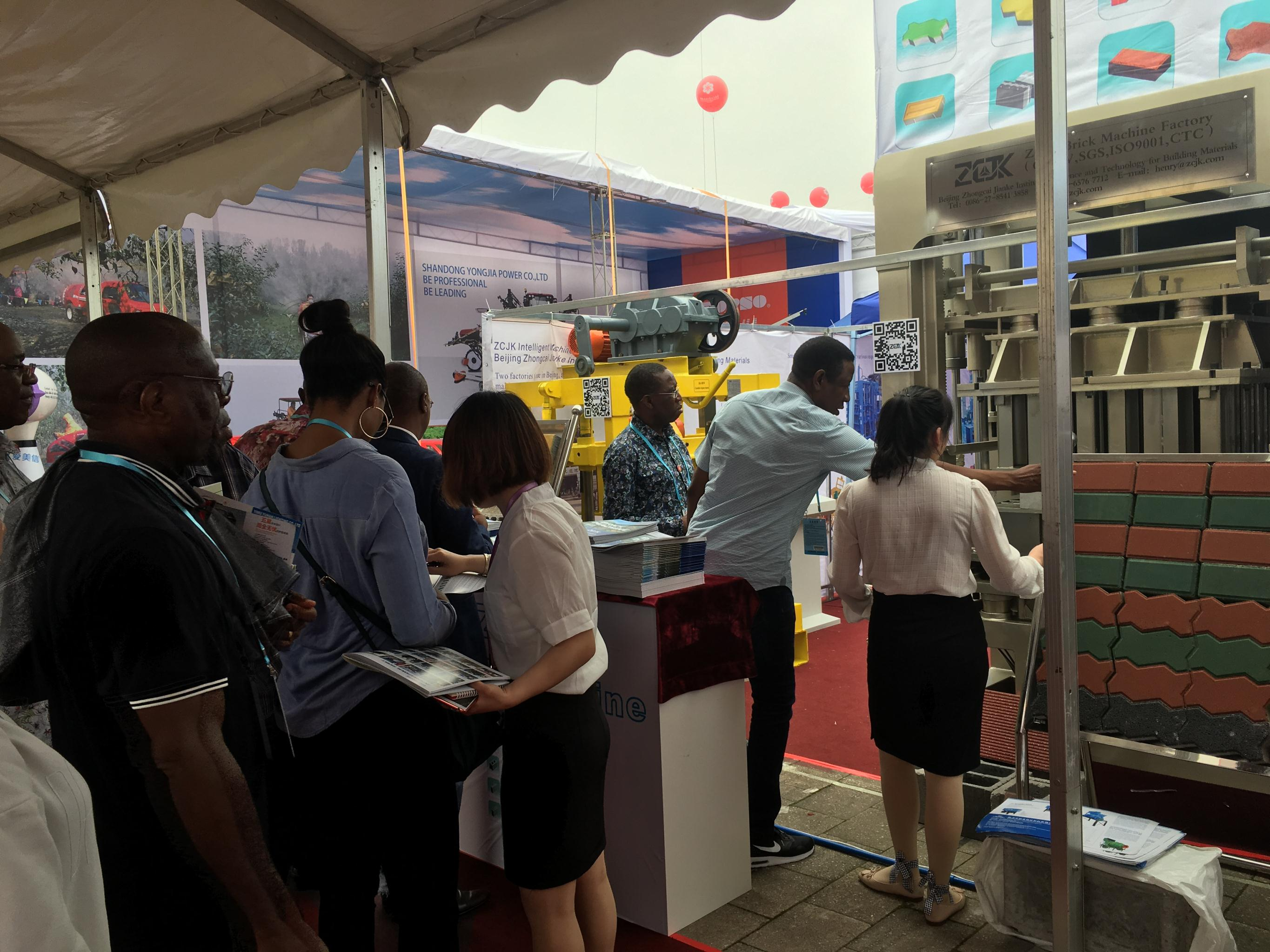 1st day of Canton Fair - ZCJK Block machine (4).jpg