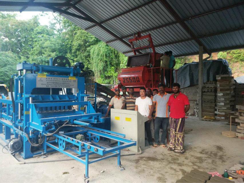 Máquina del bloque QTY4-15 en Sri Lanka (5)