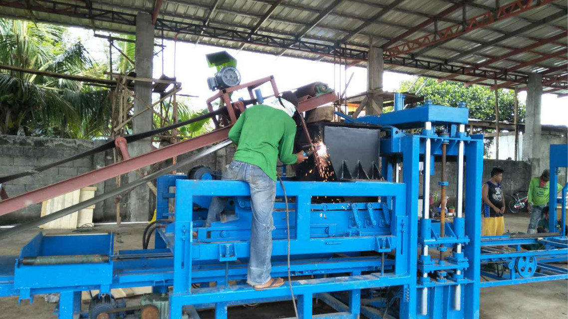 QTY4-15 block machine in Philippines (7)